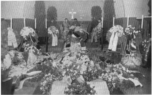 Venci u kapeli na sahrani đenerala Miodraga Damjanović